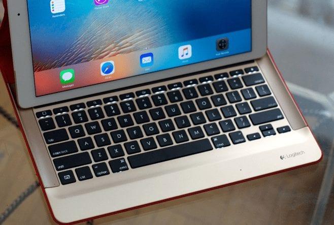 iPad Pro - iOS 9 Keyboard