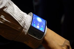 The Lenovo Bendable Phone For Your Wrist (5)