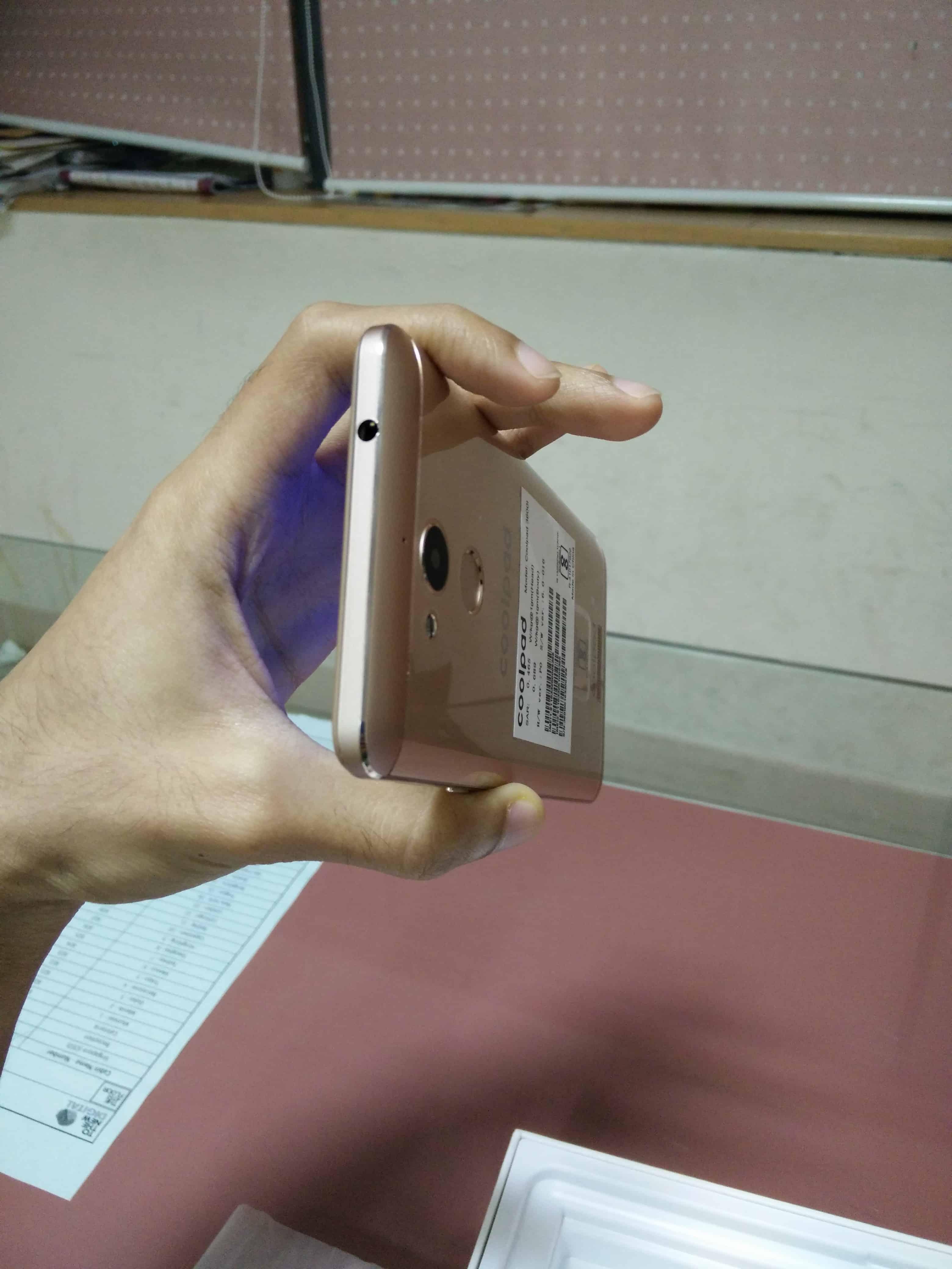 finger-print-scanner-and-camera-on-back