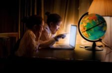 how-the-computer-screen-light-is-affecting-your-sleep3