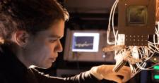 Google-Bristlecone-quantum-processor.