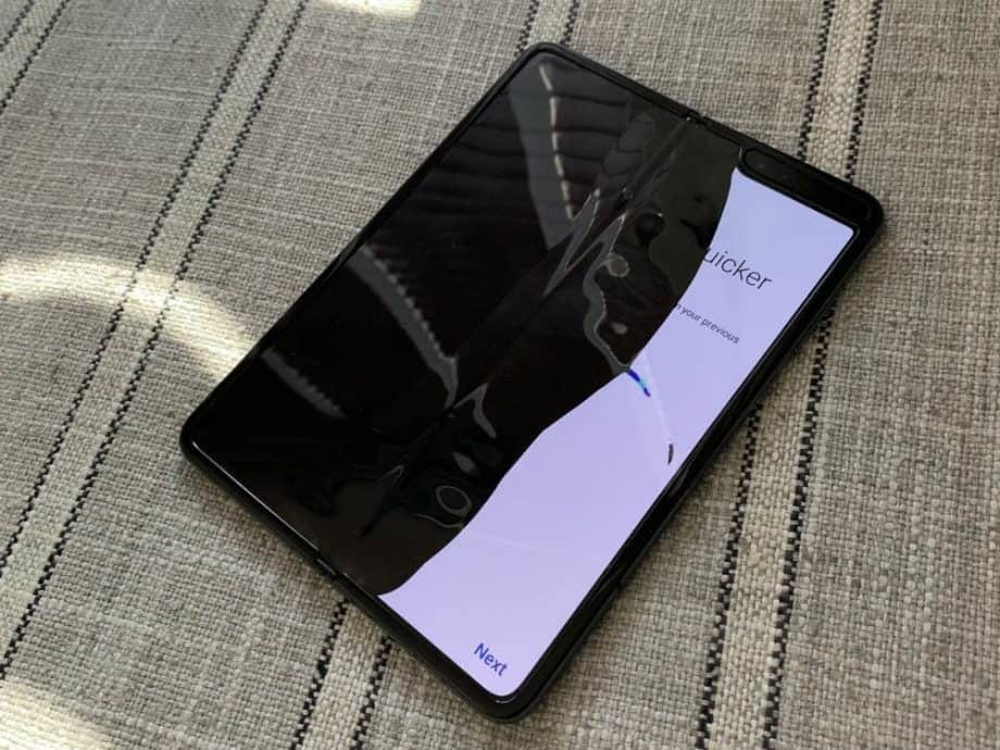 Samsung Galaxy Fold Smartphone Broken Screen