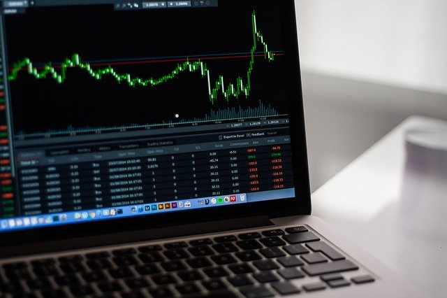 Stock Markets Versus Cryptocurrencies: Which One Should You Invest In